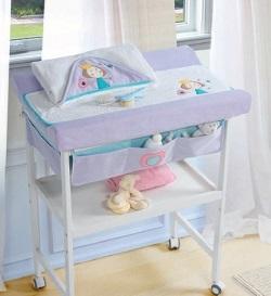 Mueble cambiador o vestidor del bebé.