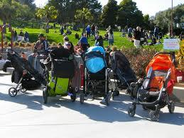 Carritos aparcados en el parque