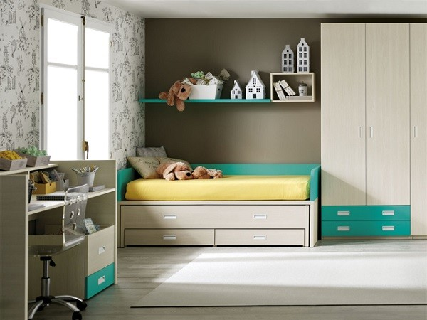 cuarto del bebe con cama convertida y armario a juego