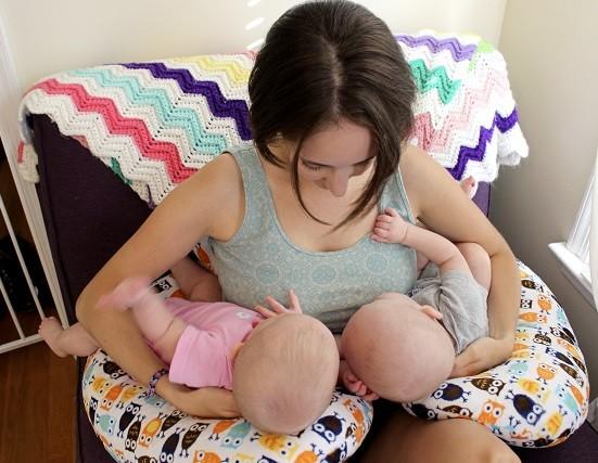almohada de lactancia para mellizos o gemelos