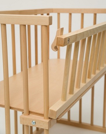 lateral barandilla abatible en mueble cuna