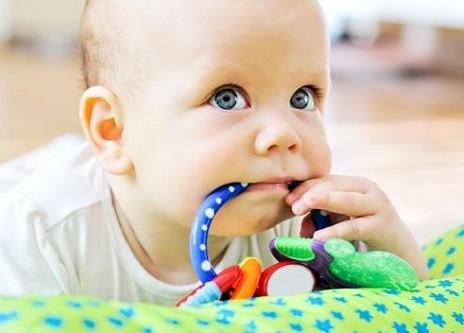 como deben ser los juguetes para bebes