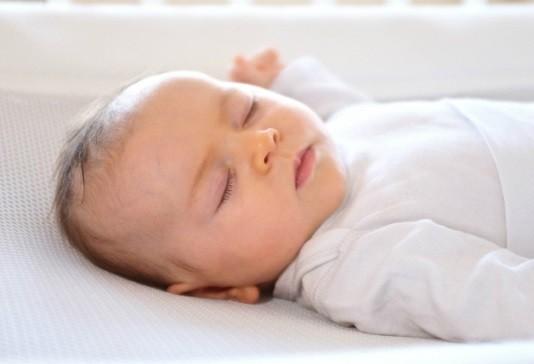 mejor colchon para prevenir plagiocefalia del bebe